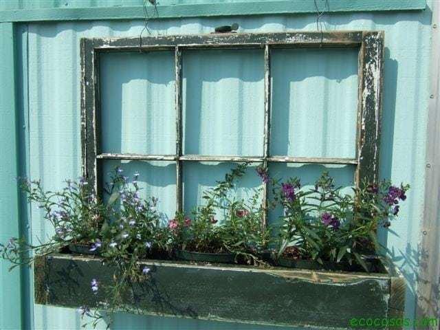 7 ideas creativas para reutilizar las ventanas viejas 2