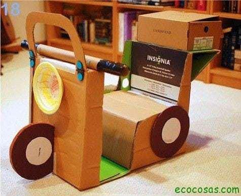 motocicleta de carton  25 formas de reciclar cajas de cartón para que tus hijos se diviertan