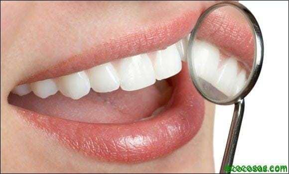 Blanquear los dientes de forma natural 1