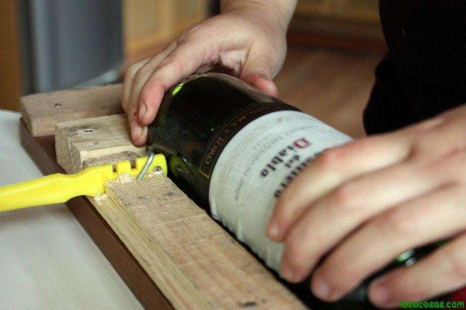 En la parte inferior de una botella de vino