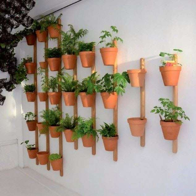 12 ideas para tu jard n vertical ecocosas for Macetas para jardin vertical