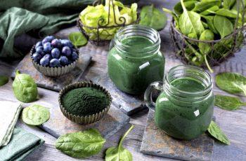 smoothie-de-espirulina-arandanos-y-espinacas-1060774_w670