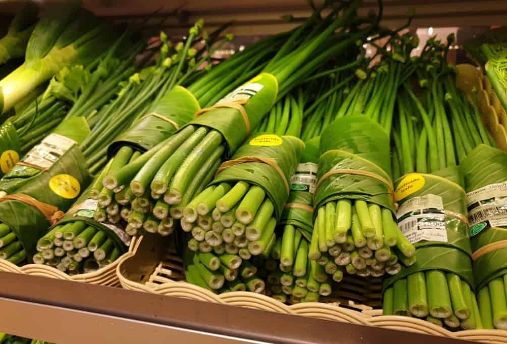 Supermercado Tailandés cambio el plástico por hojas de plátano 2
