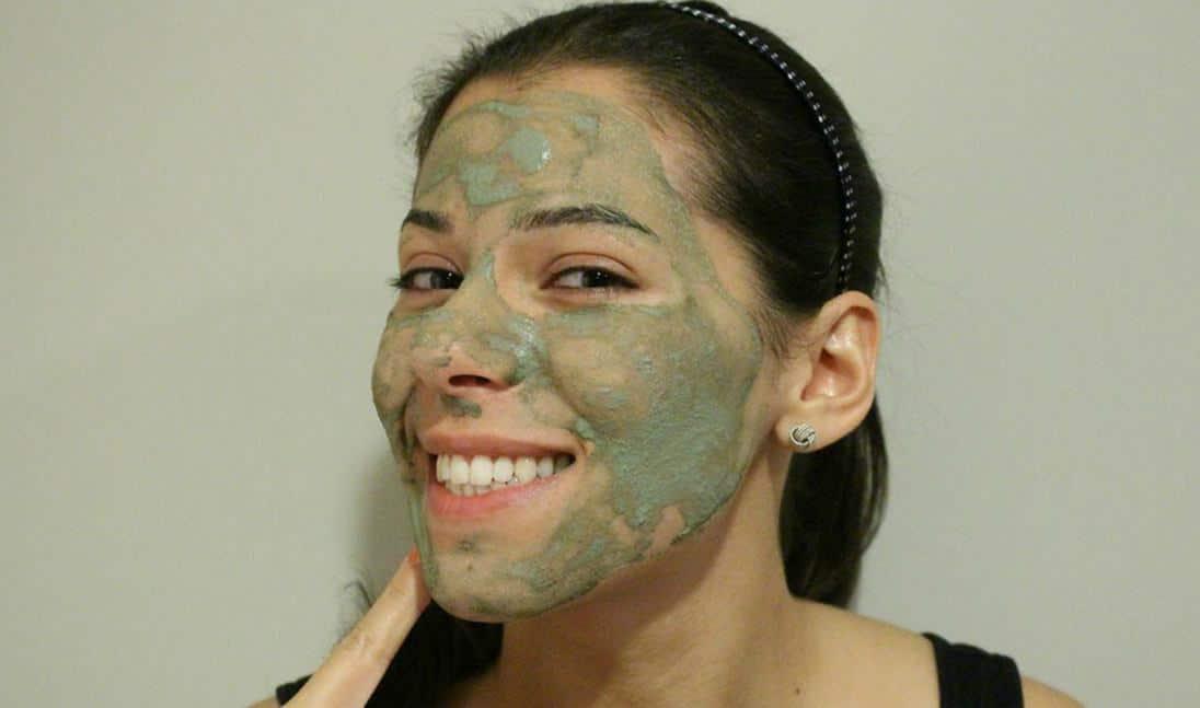 para que sirve el barro verde en la cara