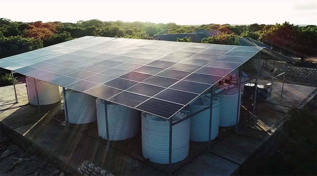 Energía solar convierte agua de mar en agua potable en Kenia 2